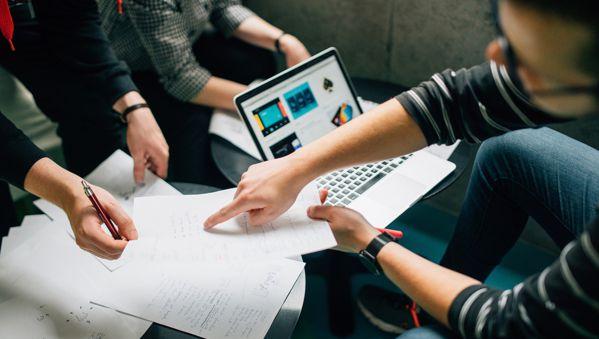Lợi ích và tính năng cần có trong app quản lý công việc nhóm  2