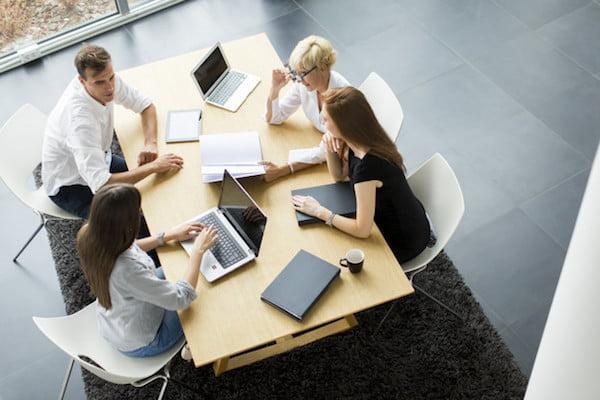 Văn hoá ứng xử trong doanh nghiệp Việt hiện nay có gì đặc biệt?2