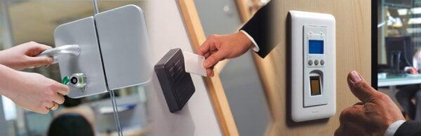 """Làm sao để biết máy chấm công check-in hay check-out?"""" 1"""